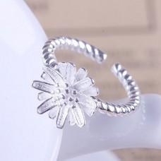 """Žiedas """"Balta gėlelė"""